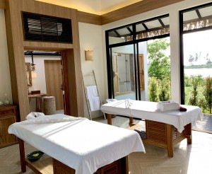 4. Treatment Room Oasis Tropical Retreat Spa