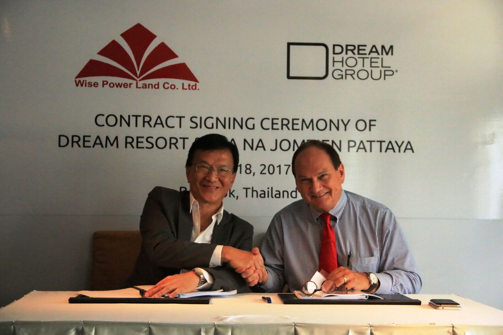 Contract signing ceremony 01