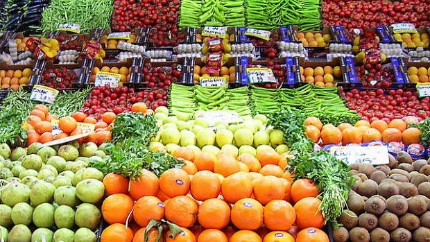 Fruit-and-veg-display-620