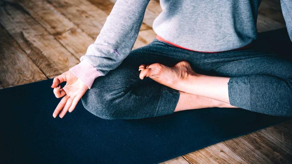 legs-crossed-on-yoga-mat